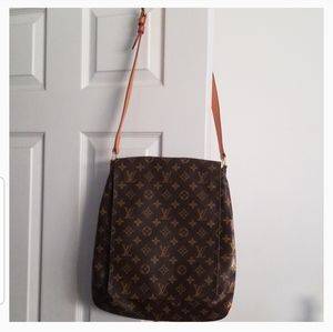 Louis Vuitton Authentic Musette GM crossbody